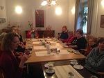 Kristakotilaisia ja edessä Marja-Liisa ja Marja klubistamme