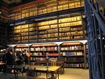 Kansallisarkiston vanhempi tutkijasali on vaikuttava n�ky. Tuntuu kuin siirtyisi suoraan osaksi historiaa tai v�hint��nkin Harry Potterin velhokoulun kirjastoon.