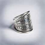 Köyliön naisen sormus, hopeaa 70,-<br>myös pronssi