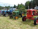 Markkinoilla oli näytteillä myös vanhoja traktoreita.