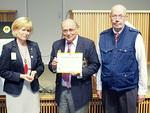 Kauden 2014-2015 kuvernööri Sini Eloholma ojensi hänen kaudellaan Päämajan myöntämän kunniamaininta-Certificationin N-piirin nettitoimitukselle, toimittaja Antti Tuomikoskelle ja piirin viestintäjohtaja Thorleif Johanssonille.