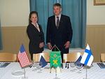 Kaikki valmiina vieraitten tulla.  Presidentti Simo Pääkkönen ja lady Raija Suikkonen.