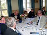 Tuoreimpia matkakuulumisia kv-varapresidentti Maddenilta saivat lähimpänä istuneet Ritva ja Olli Tiainen sekä Hannu Salo.