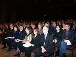 Kirkkosalin täyteisen yleisön joukossa oli tyytyväisinä kuulijoina myös Liiton ja piirin ylintä johtoa puolisoineen.
