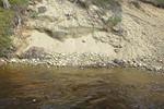 Lemmenjoella etelän puoleista rantaa.