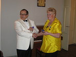 Lion Anja Sahlberg palkittiin piirikuvernöörin tunnustuspalkinnolla
