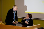 Jo ennen kokouksen alkua piirikuvernööri Timo Auranen ja piirisihteeri Varpu Ylhäinen olivat tehneet paljon työtä. Tässä vielä varmistetaan kokouksen sujuva kulku.