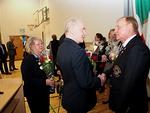Kuvernööripari Aarne ja Tuula Kivioja onnitteli tulevan kauden kuvernööritiimiä, ensimmäisenä vuorossa DGe Timo Auranen.