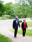 Alueen puheenjohtaja Jorma Nisula saatteli presidentti Tarja Halosen juhlapaikalle.