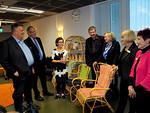 Leijonien edustajat keskustelivat Iiris-keskuksen vastaavan kuntoutusohjaajan Arja Marilan kanssa.