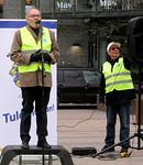Tilaisuuden juonsi legendaarinen radioselostaja Aarno Cronvall.  Äänilaitteiden toimivuudesta vastasi Veikko Liinakoski.