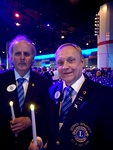 M- ja N-piirien kuvernöörit kynttilänvalossa. DG Veli-Matti Andersson (M) ja DG Timo Auranen (N) edustavat Liiton hallituksessa kuvernöörikurssia.