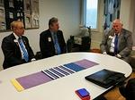 Vieraalle esiteltiin Iiris-keskusta ja sen yhteistyötä N-piirin ja klubien kanssa.  Vas. kuvernööri Timo Auranen, PDG Veikko Teerioja ja IPIP Bob Corlew.
