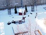 Lahjoitusvierailun päätteeksi kiivettiin kattoparvelle ja sieltä ihailtiin kuntoutuspihaa talviasussa.