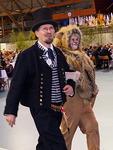 Ensimmäisenä Lempi Leijona saatteli puhujakorokkeelle Liiton puheenjohtajan Heikki Hemmilän, joka avasi kokouksen.