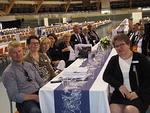 N-piiriläisiä kuuntelemassa ehdokashaastatteluja.  Kuvassa N-piiristä ainakin LC Finlandian, LC Vernissan, LC Soihtujen ja LC Vuosaaren edustajia.
